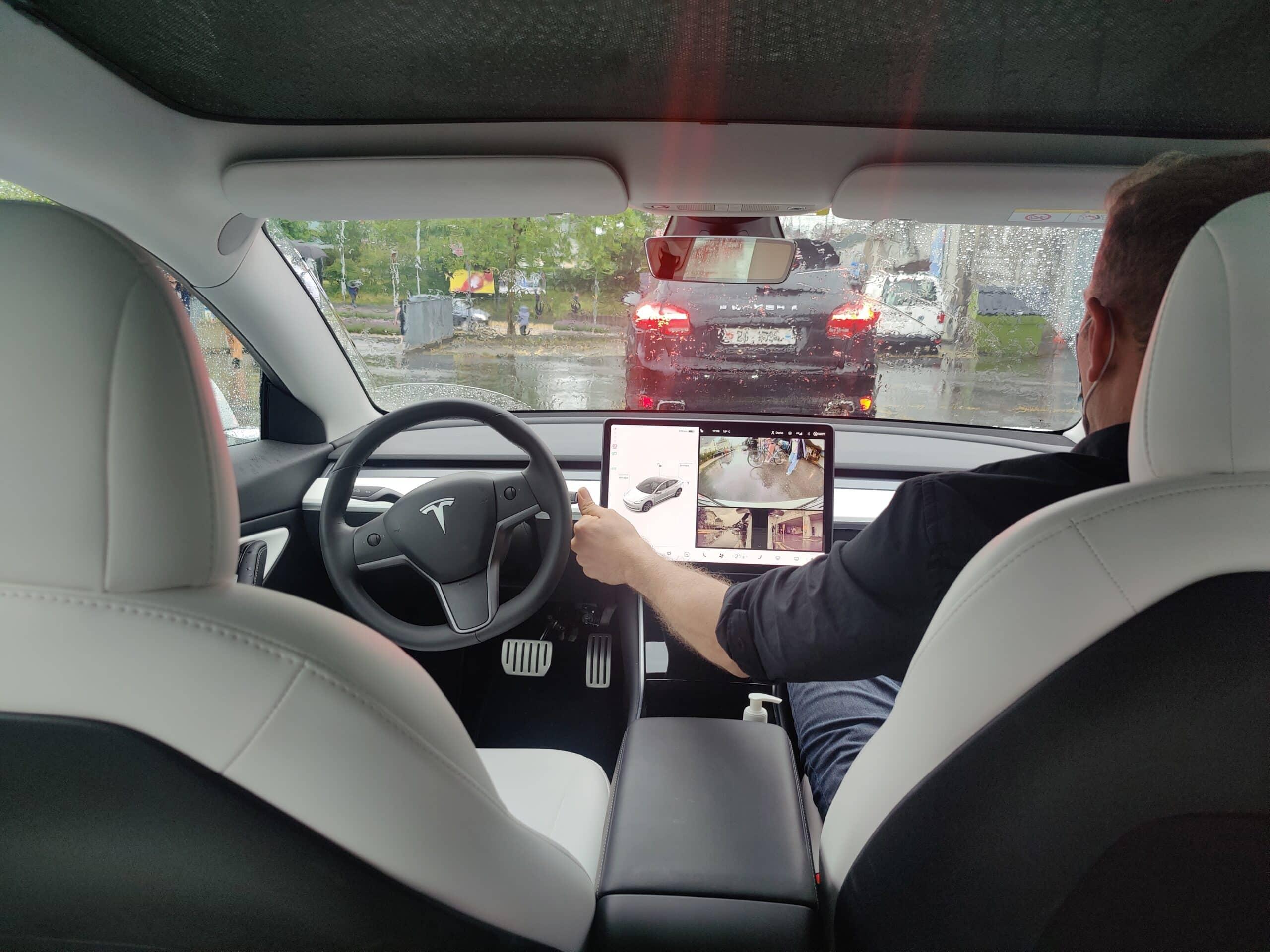 Darf man mit einem Tesla trotz elektronischer Handbremse private Lernfahrten machen?